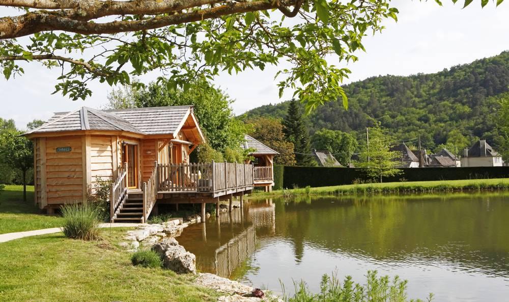 Maison dans les arbres paca stunning cabane jardin gamm for Cabane berchet